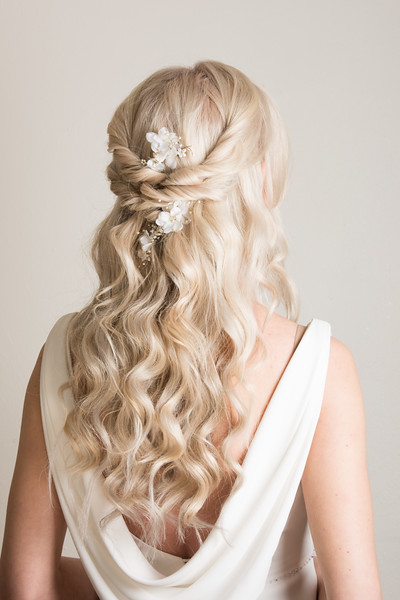 bridal hairstyle hair up braids wedding summer wedding